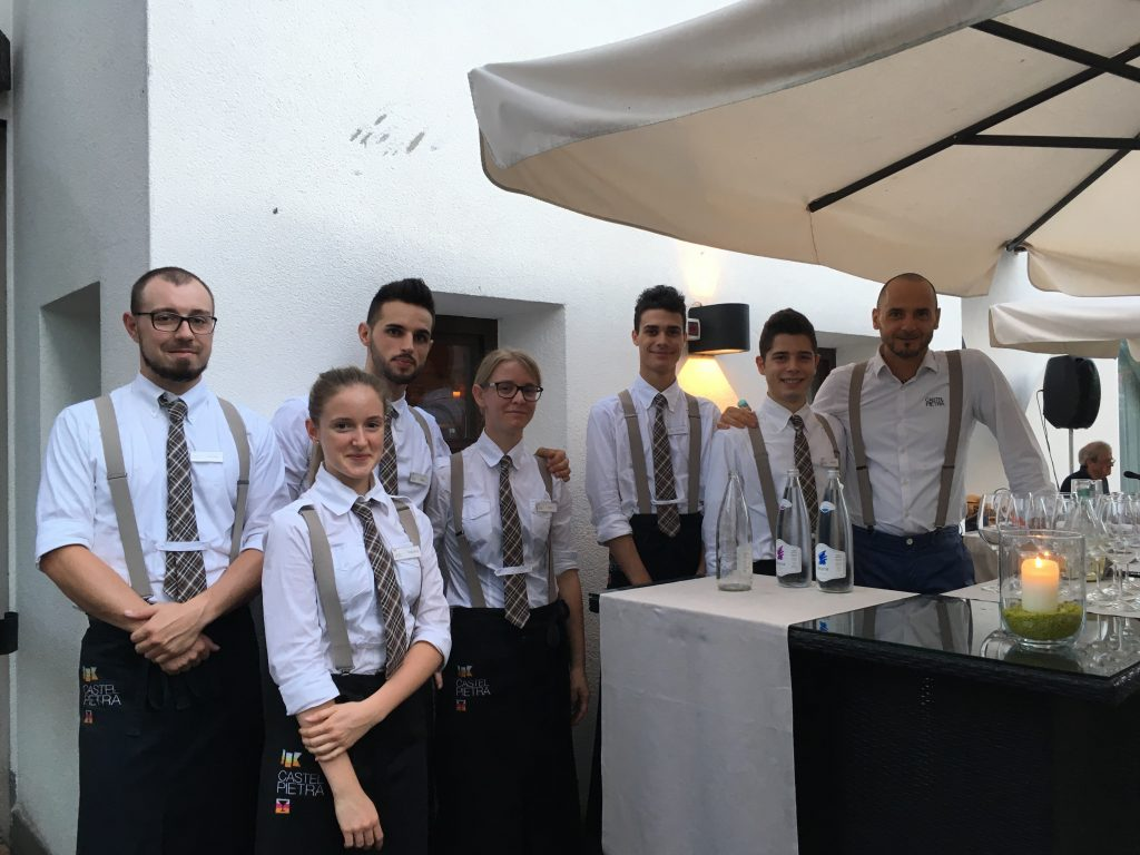 Lo staff dell'Hotel Ristorante Castelpietra